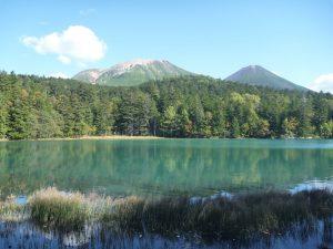 湖面の色が変化するオンネトー