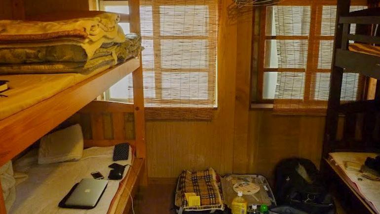 個室に入ると、2段ベッドがふたつ