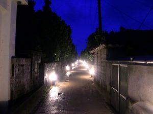 村道にフットライト