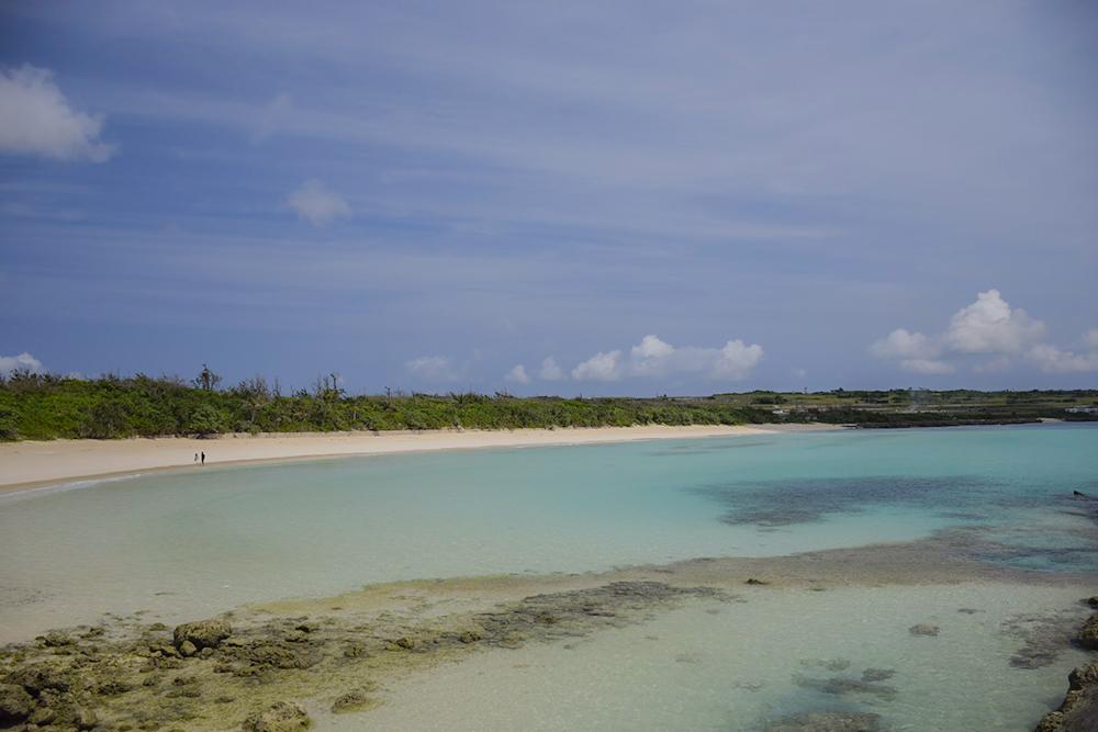弓状のビーチ