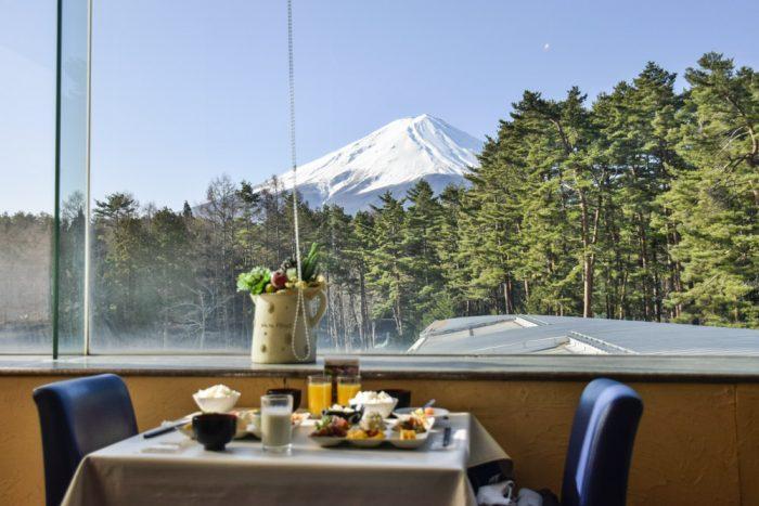 富士ビューの窓際席