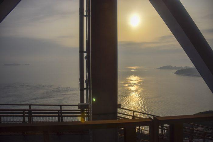 島々に朝日が降り注ぐ