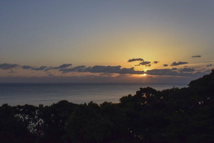朝日が昇ります